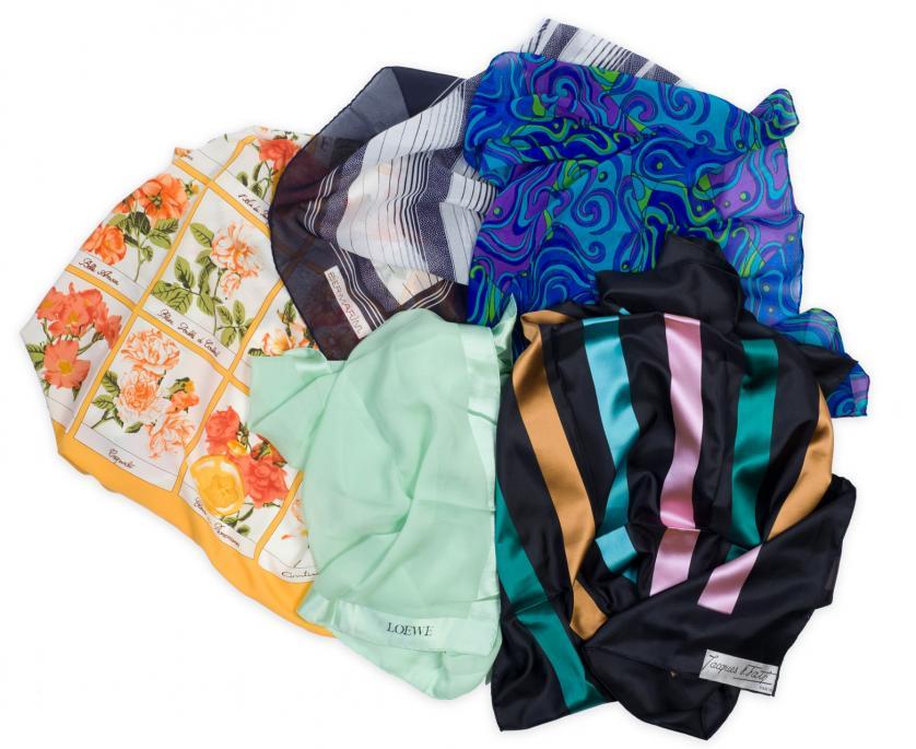 Loewe, Jacques Fath y otros. 5 pañuelos de seda