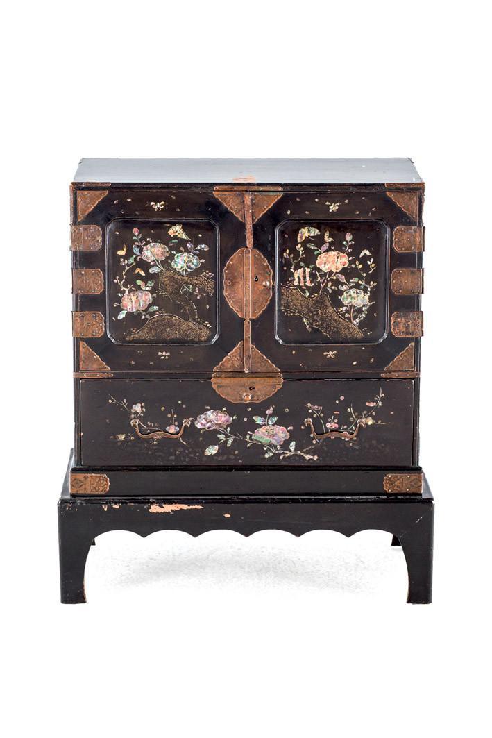 Cabinet de madera lacada. China. Ffs. S. XIX