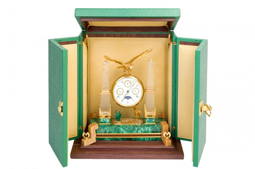 Reloj de sombremesa. Mouawad