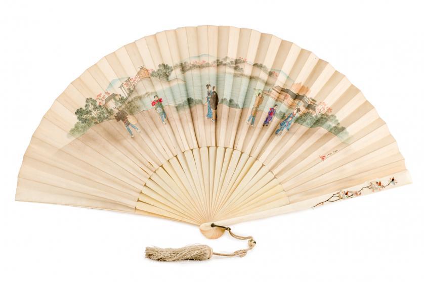 Abanico de marfil. Cantón, China S. XIX